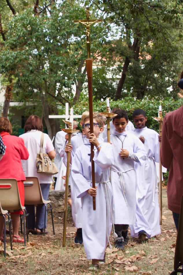 enfants-de-choeur-procession
